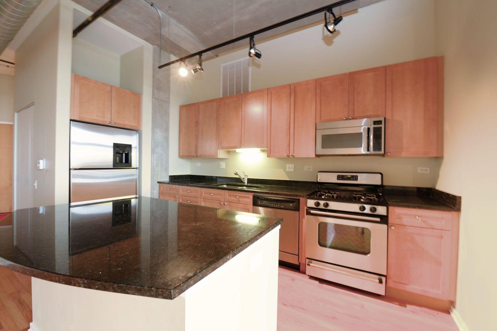 900 N Kingsbury Street 826