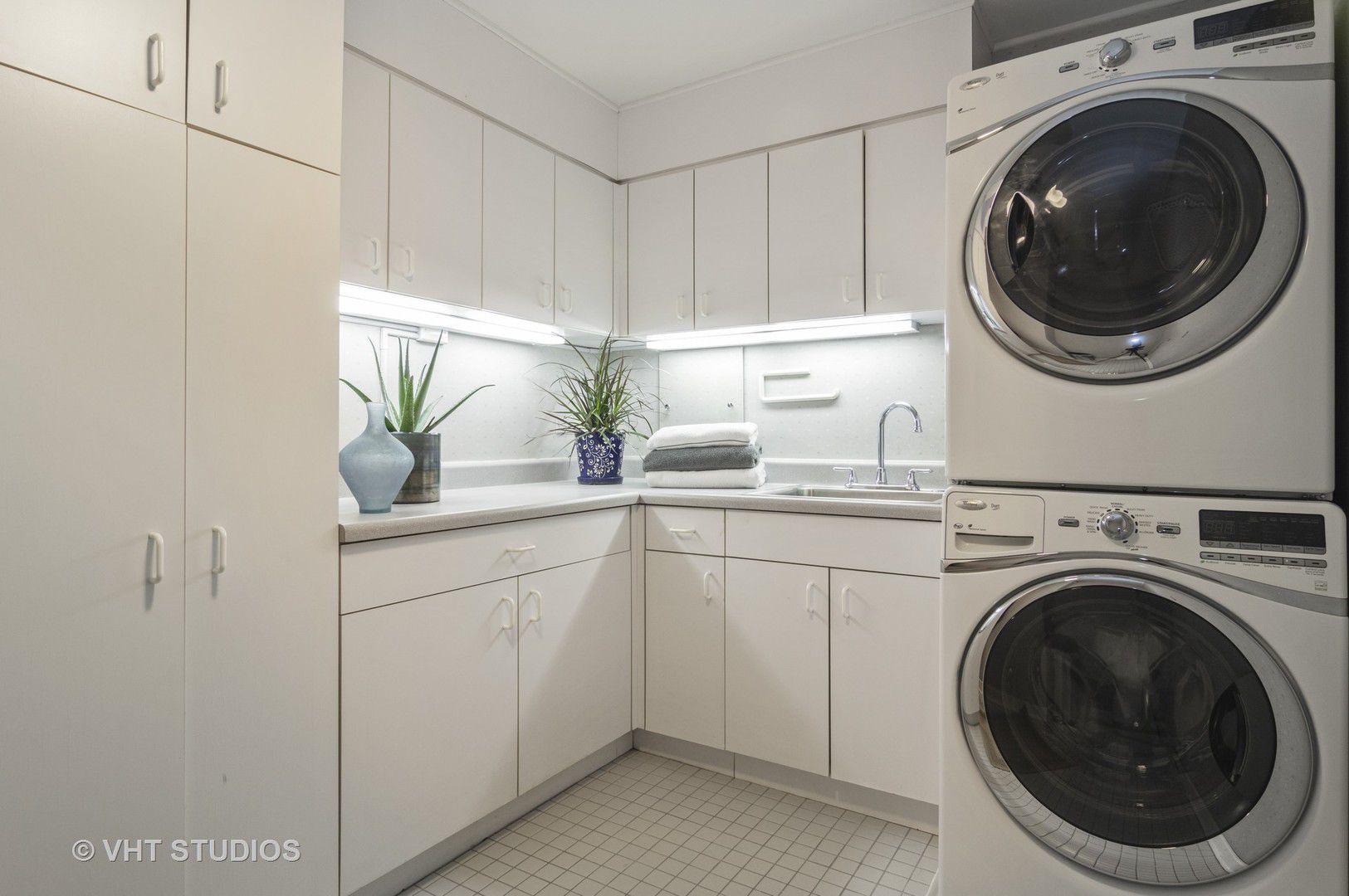 850 N Dewitt Place 18A
