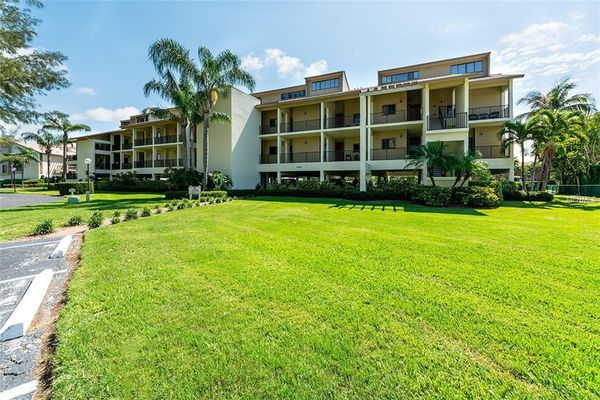 Mariners Cove Condominiums