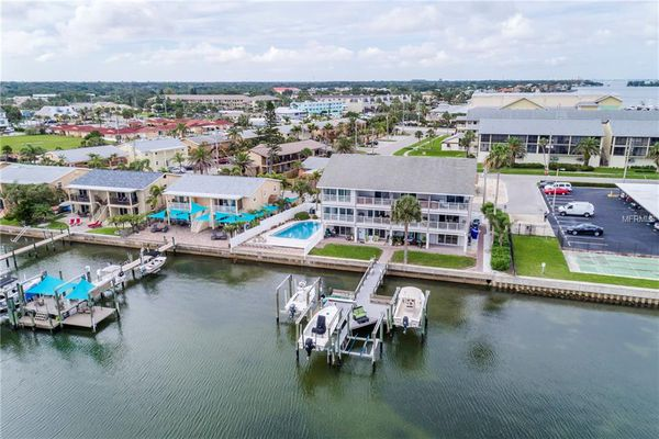 Seaview Townhomes Condominiums