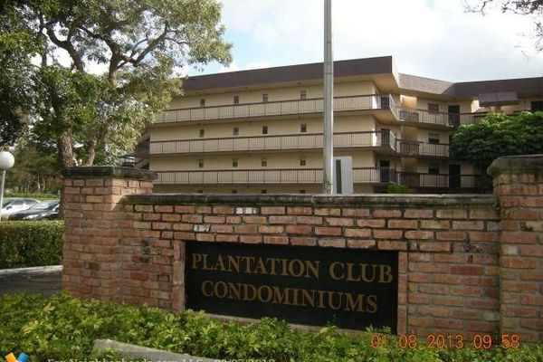 Plantation Club Condominiums