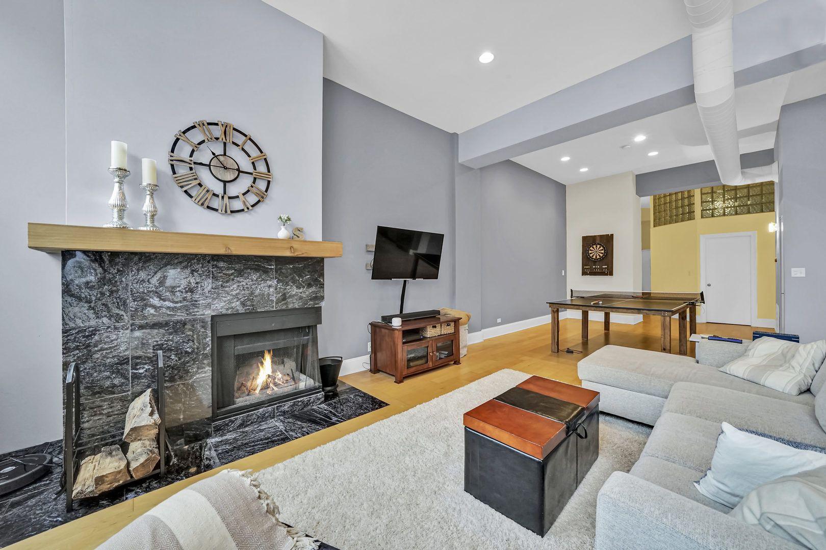 1760 W Wrightwood Avenue 102