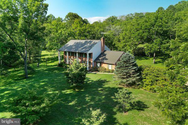 Possum Hollow Farm Delaplane Va Homes For Sale Real Estate Neighborhoods Com