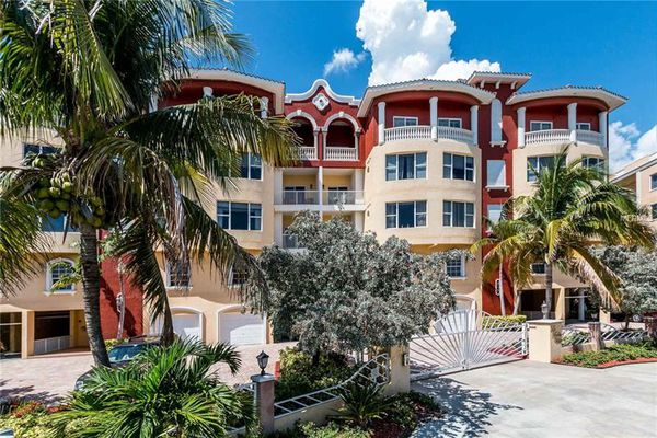 La Bella Vita Condominiums