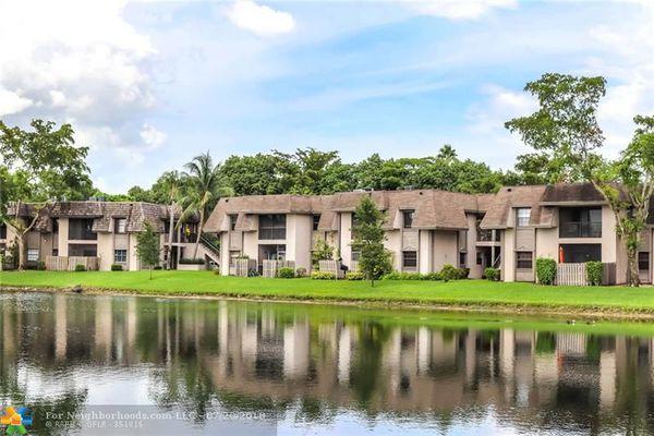 Grenadier Lakes At Welleby Condominiums