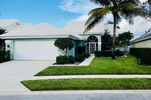 Villages Of Palm Beach Lakes