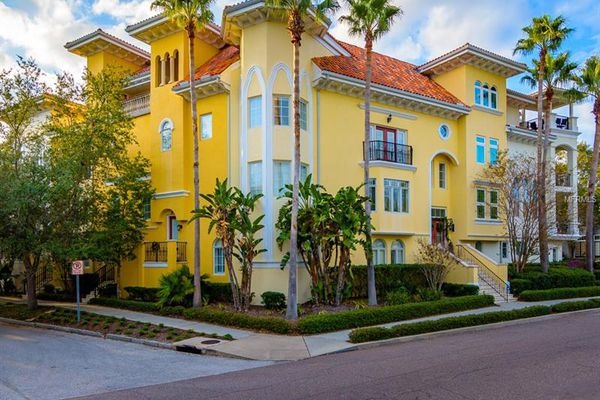 Townhomes Of Bella Roma Estates At Hyde Park