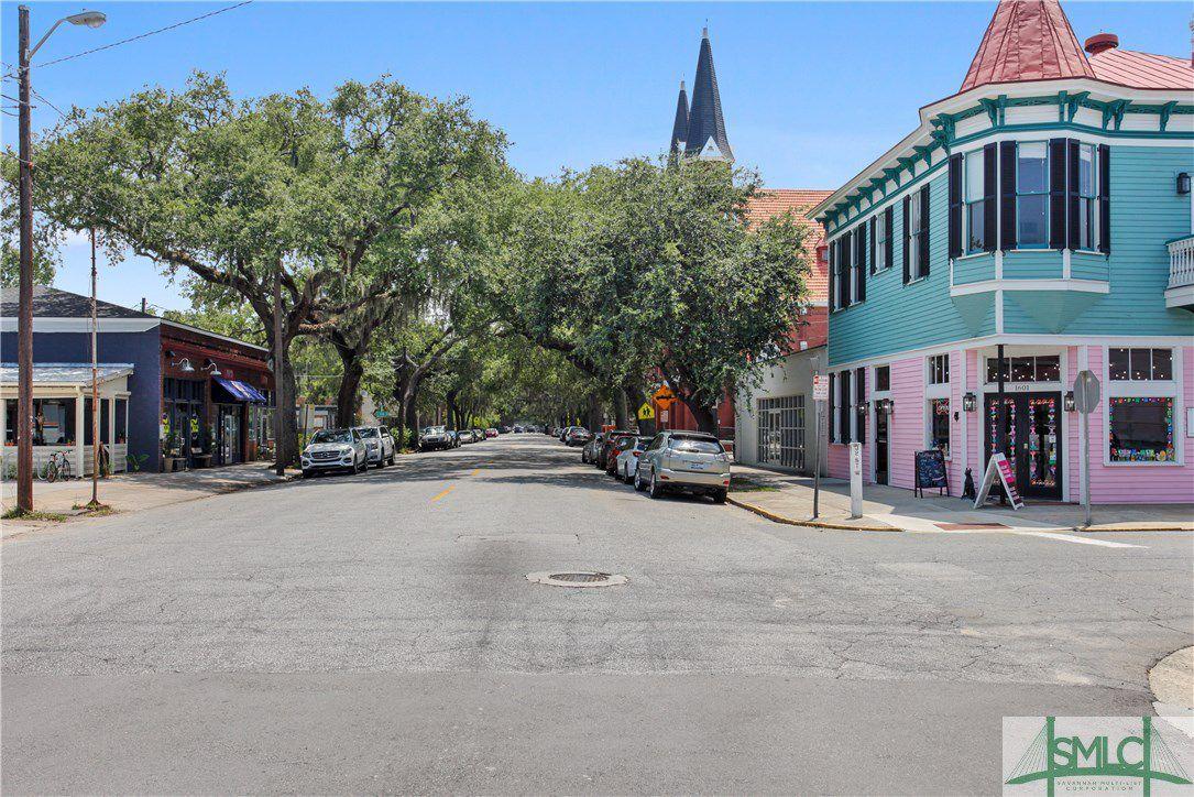 1524 Bull Street E