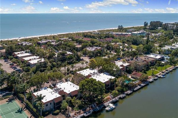 Sanibel Moorings Condominiums