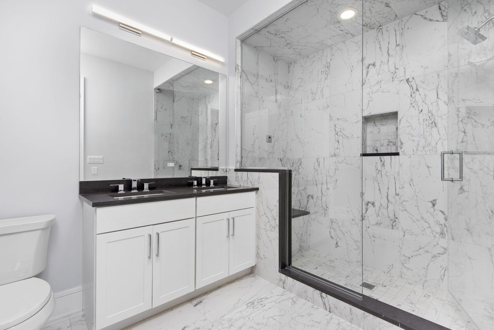 5748 N Hermitage Avenue 206