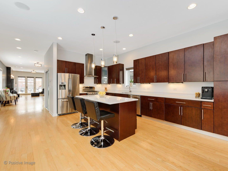 541 N Artesian Avenue