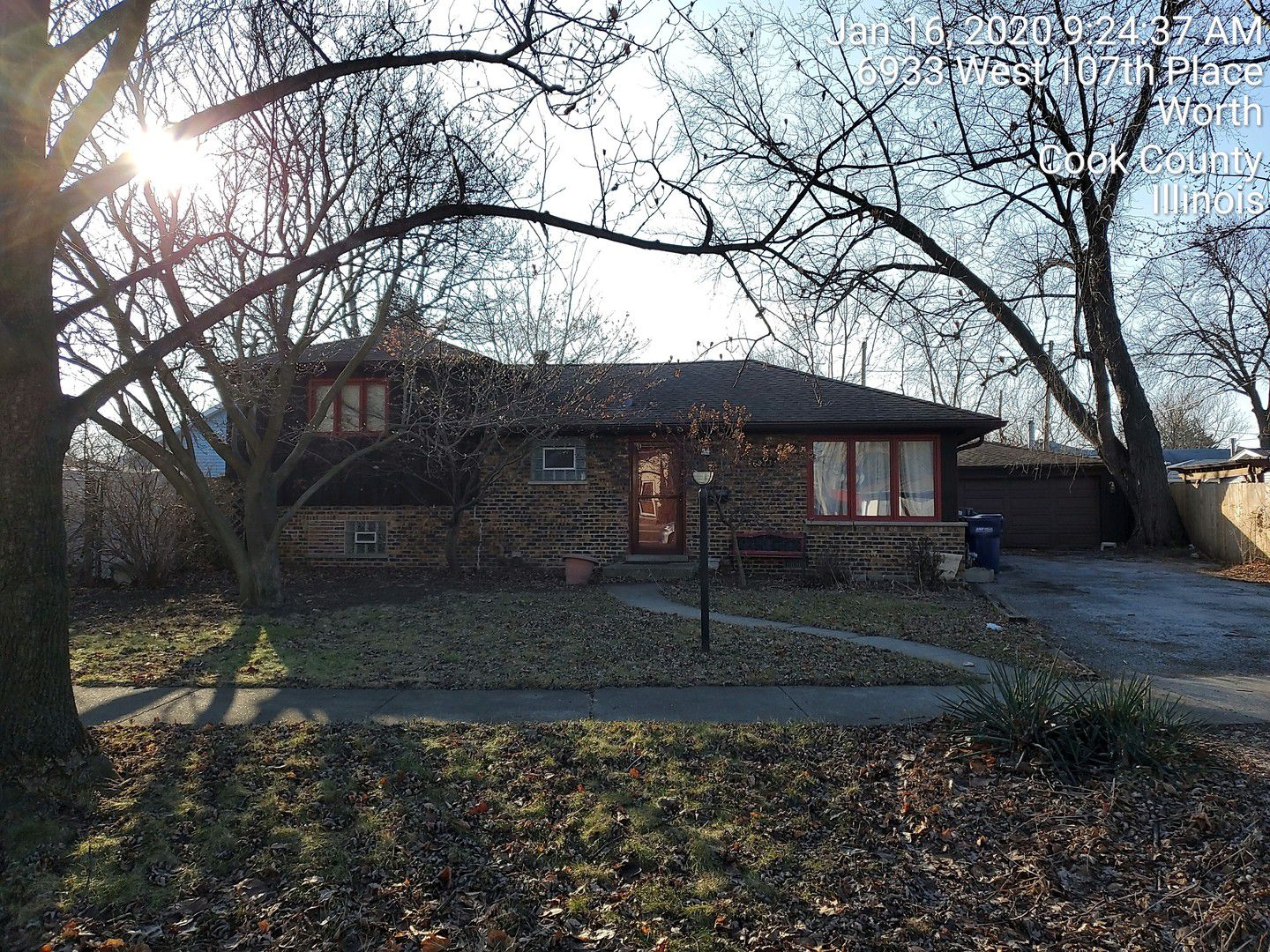 6933 W 107th Place