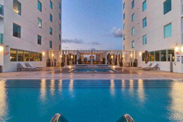 400 Sunny Isles Condominiums