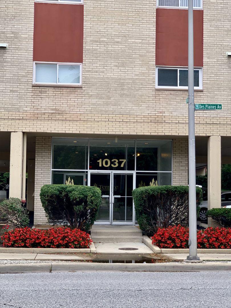 1037 Des Plaines Avenue 202