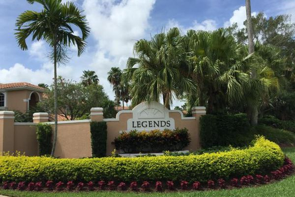 Legends Condominiums at PGA National