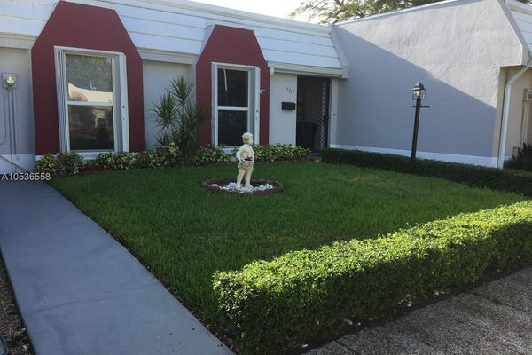 Miami Lakes Golf Course Village