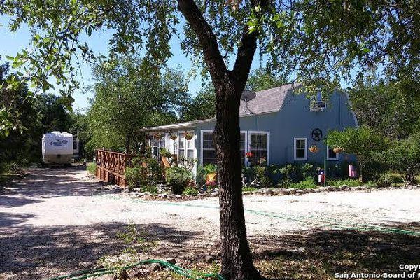 884 Derrick Dr Spring Branch Texas Neighborhoods Com