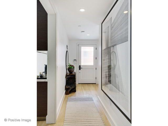 2643 N Hermitage Avenue 101N