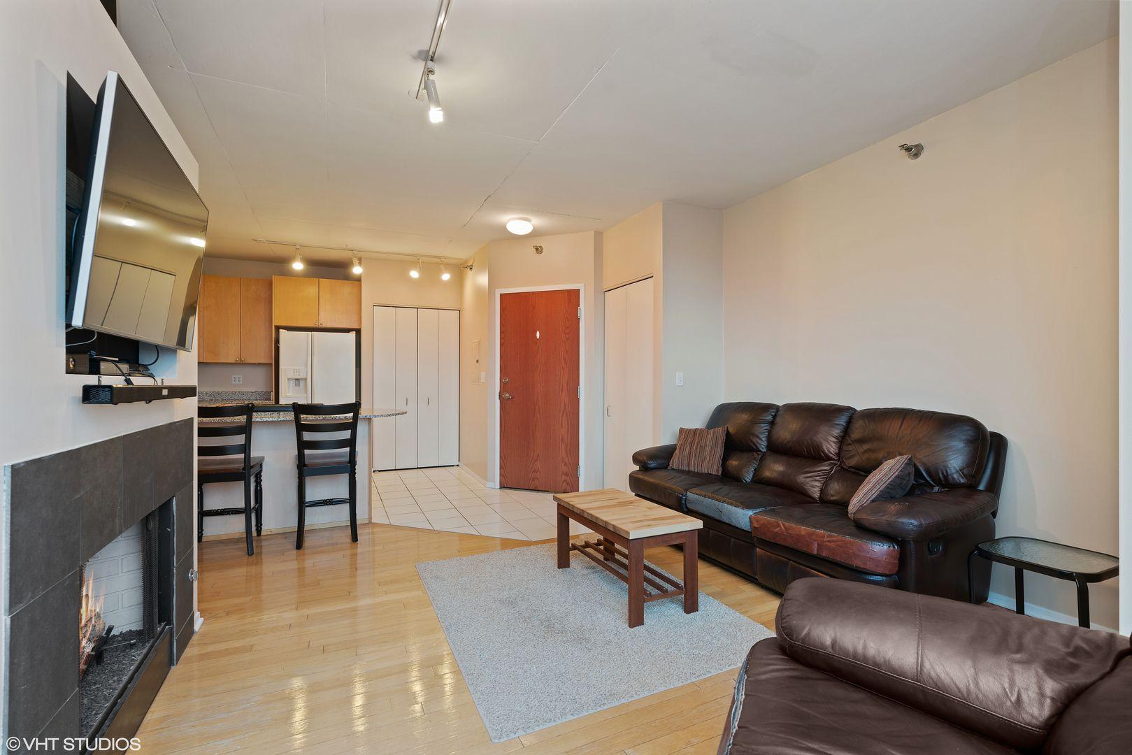 701 S Wells Street 1807