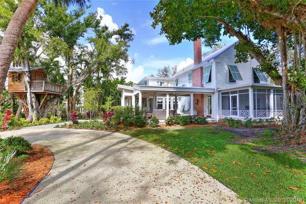 Coconut Grove Manor