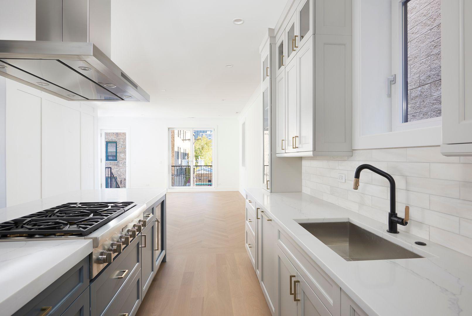 1529 N Hudson Avenue 3