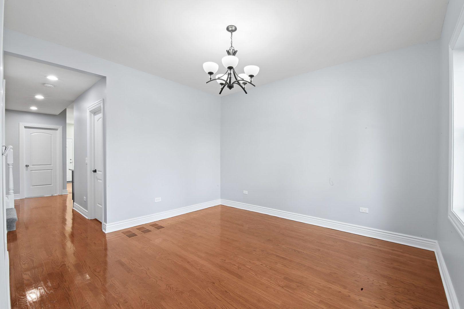 6823 S Artesian Avenue