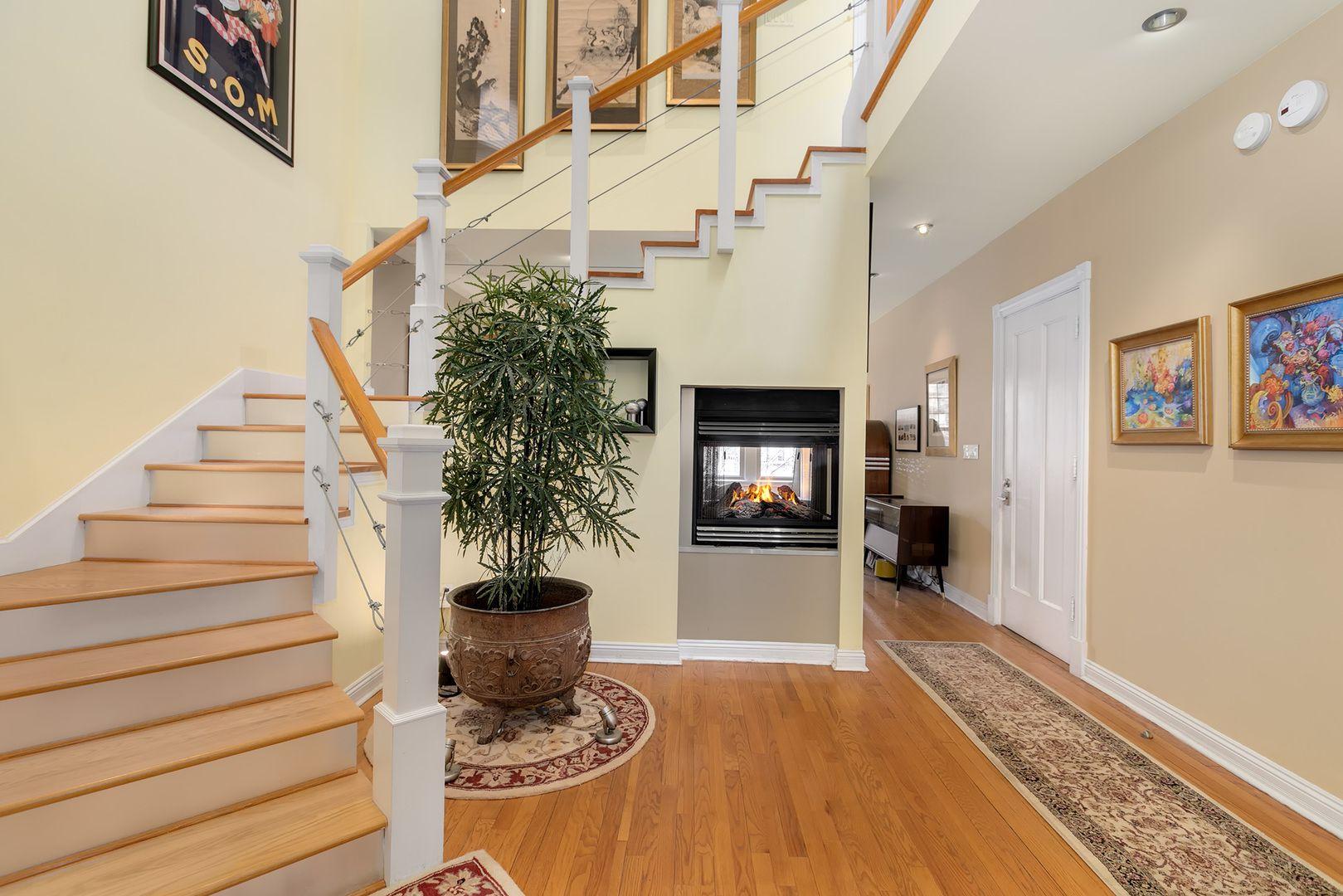 3834 N Lakewood Avenue