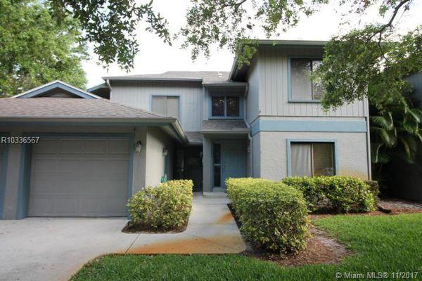 Schooner Oaks Condominiums