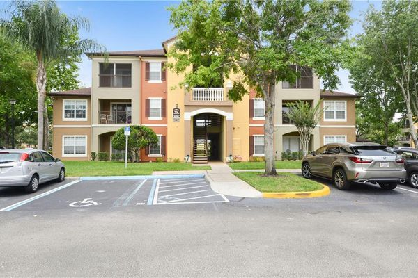 Crest At Waterford Lakes Condominiums