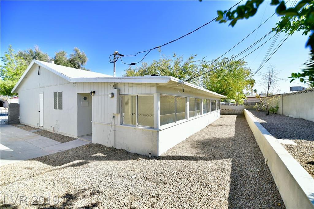 2200 Los Altos Street