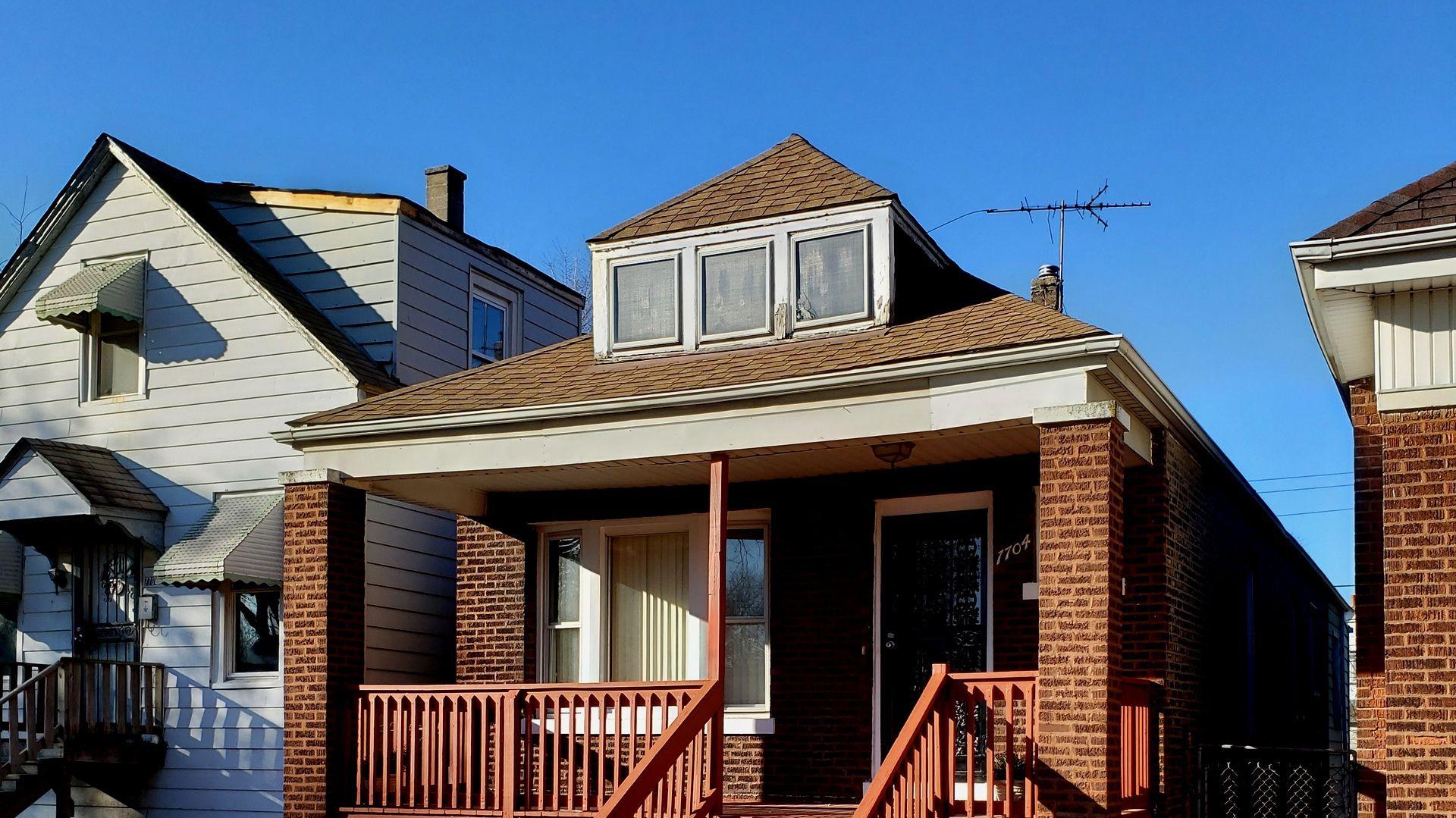 7704 S Champlain Avenue