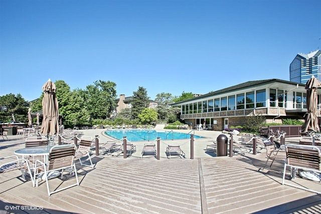 6 Oak Brook Club Drive J205