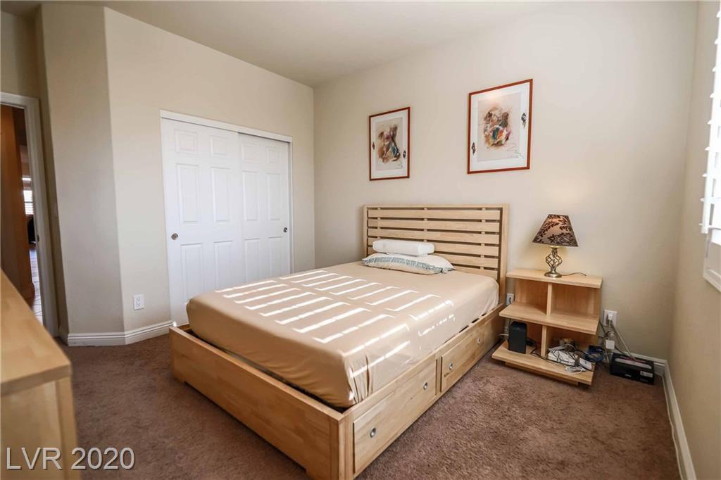 2076 Dakota Lodge Avenue