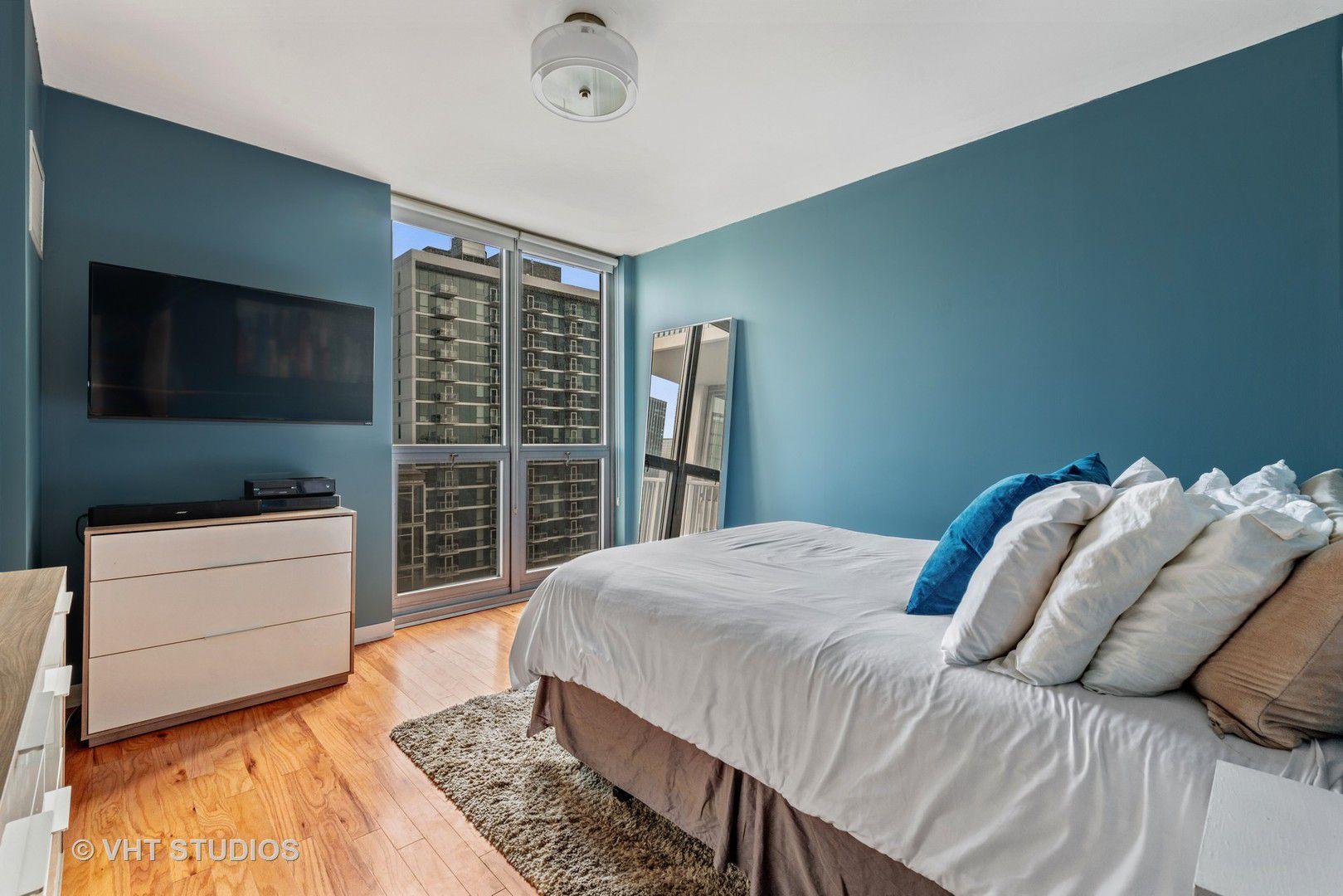 200 W Grand Avenue 1802