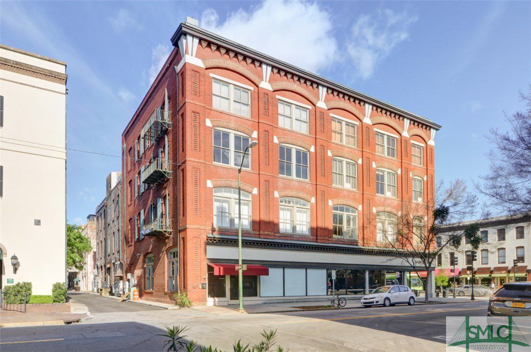 101 Barnard Street 305
