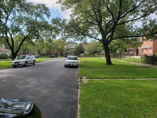8842 S Michigan Avenue
