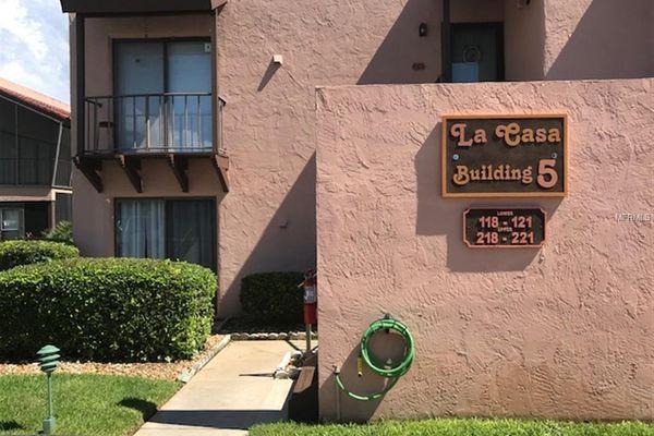 La Casa Condominiums
