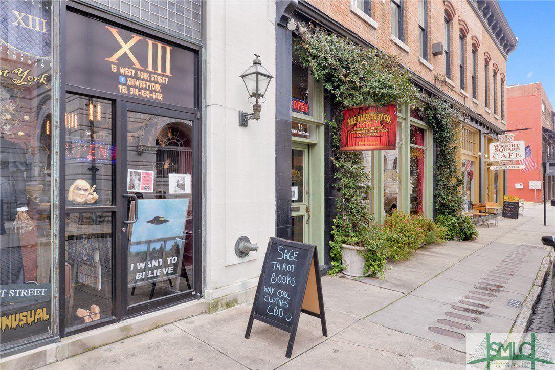 1 W York Street E & F