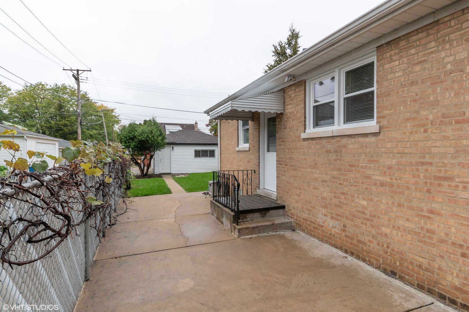 3018 Sarah Street