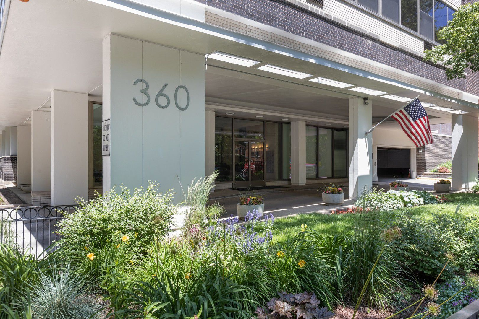 360 W Wellington Avenue 6B