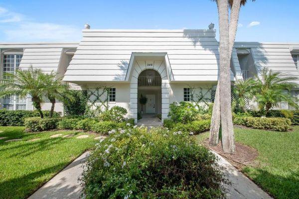 French Villas Of Palm Beach Condominiums