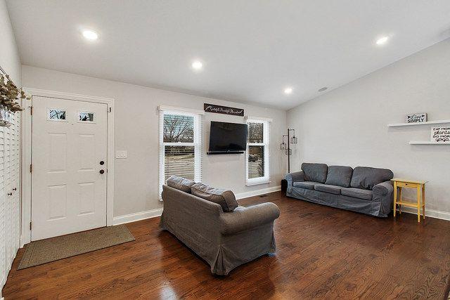1051 Hobart Avenue