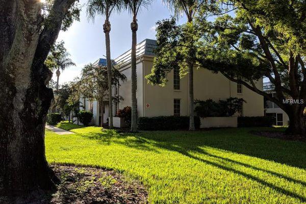 Belleair Oaks Condominiums