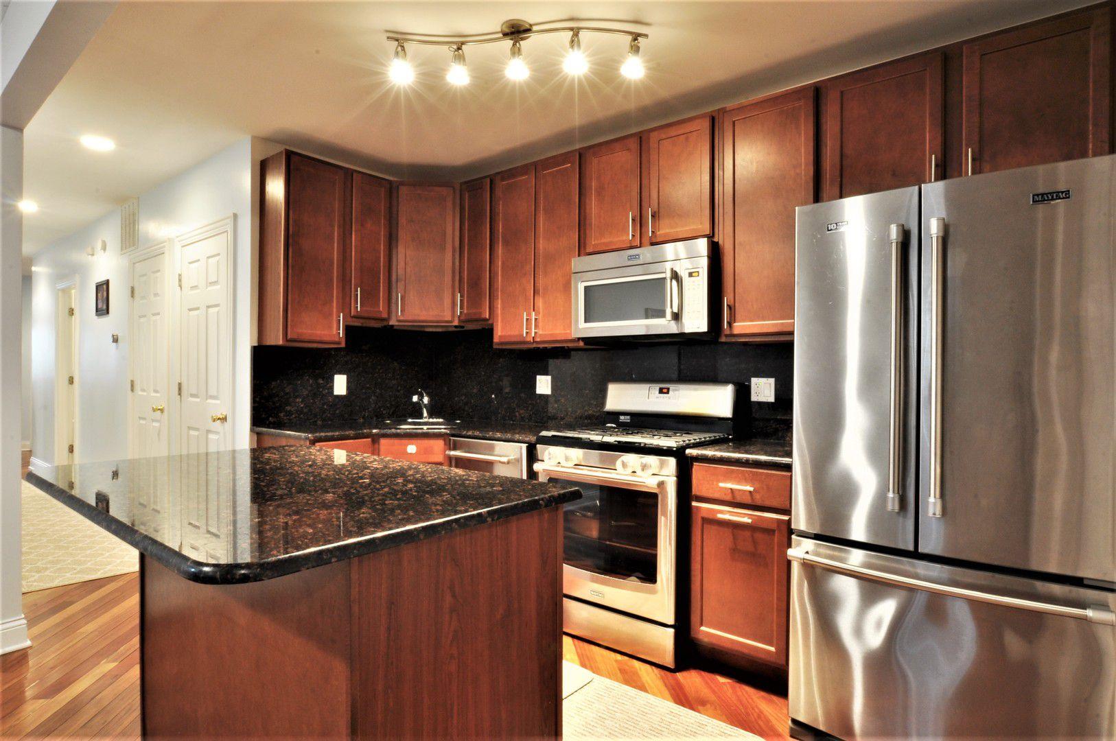 6038 N Claremont Avenue 1N