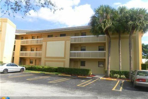 Island Club At Coral Springs Condominiums