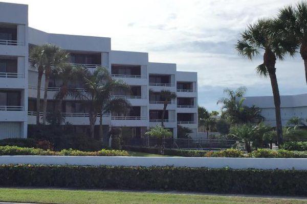Flagler Yacht Club Condominiums