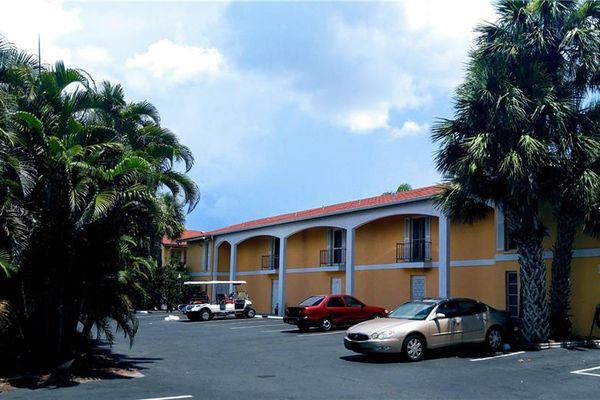 Townhouses In The Cay